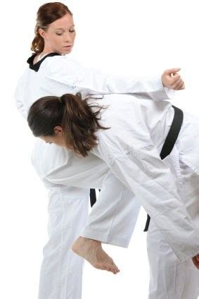karate knee kick