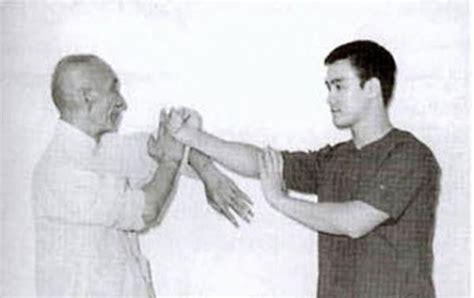 photo bruce lee with ip man blocking bong sao